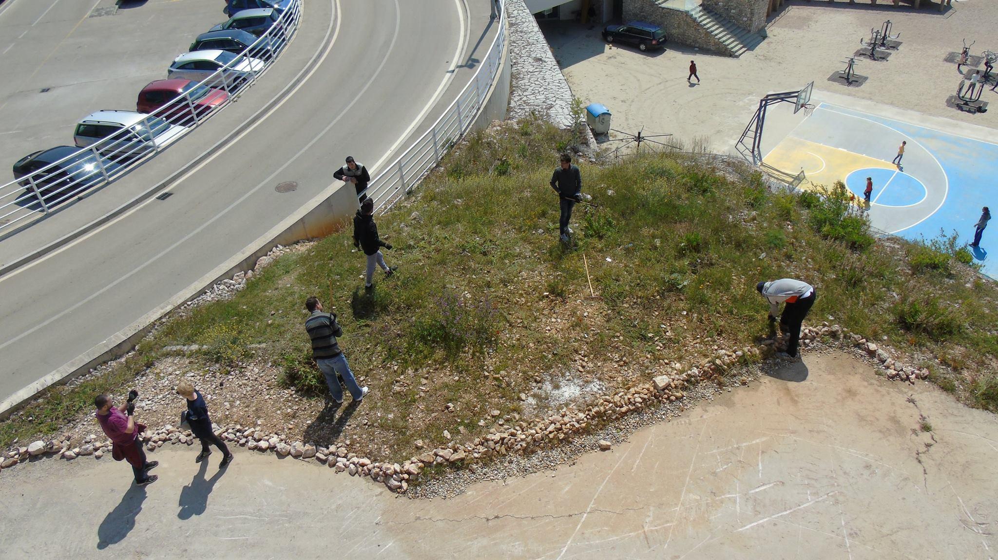 "Volonterska akcija ispred ""Nare"" povodom Dana planeta Zemlje"
